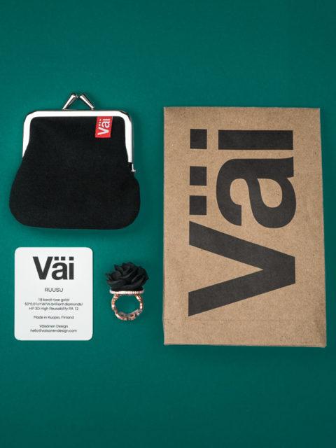 Väi Ruusu rose gold ring with diamonds by Väisänen Design, package